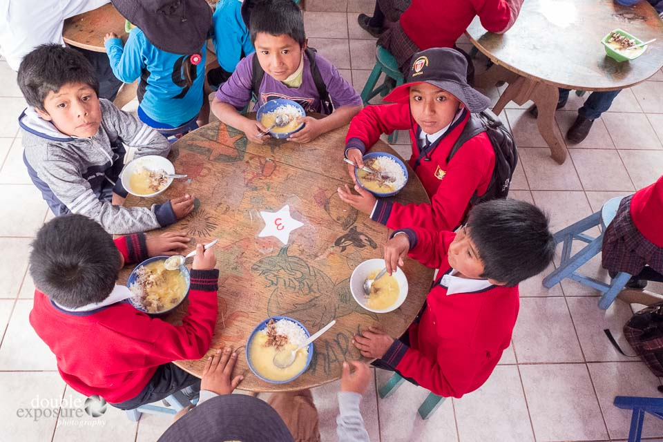 students eat a meal together at Picaflor House
