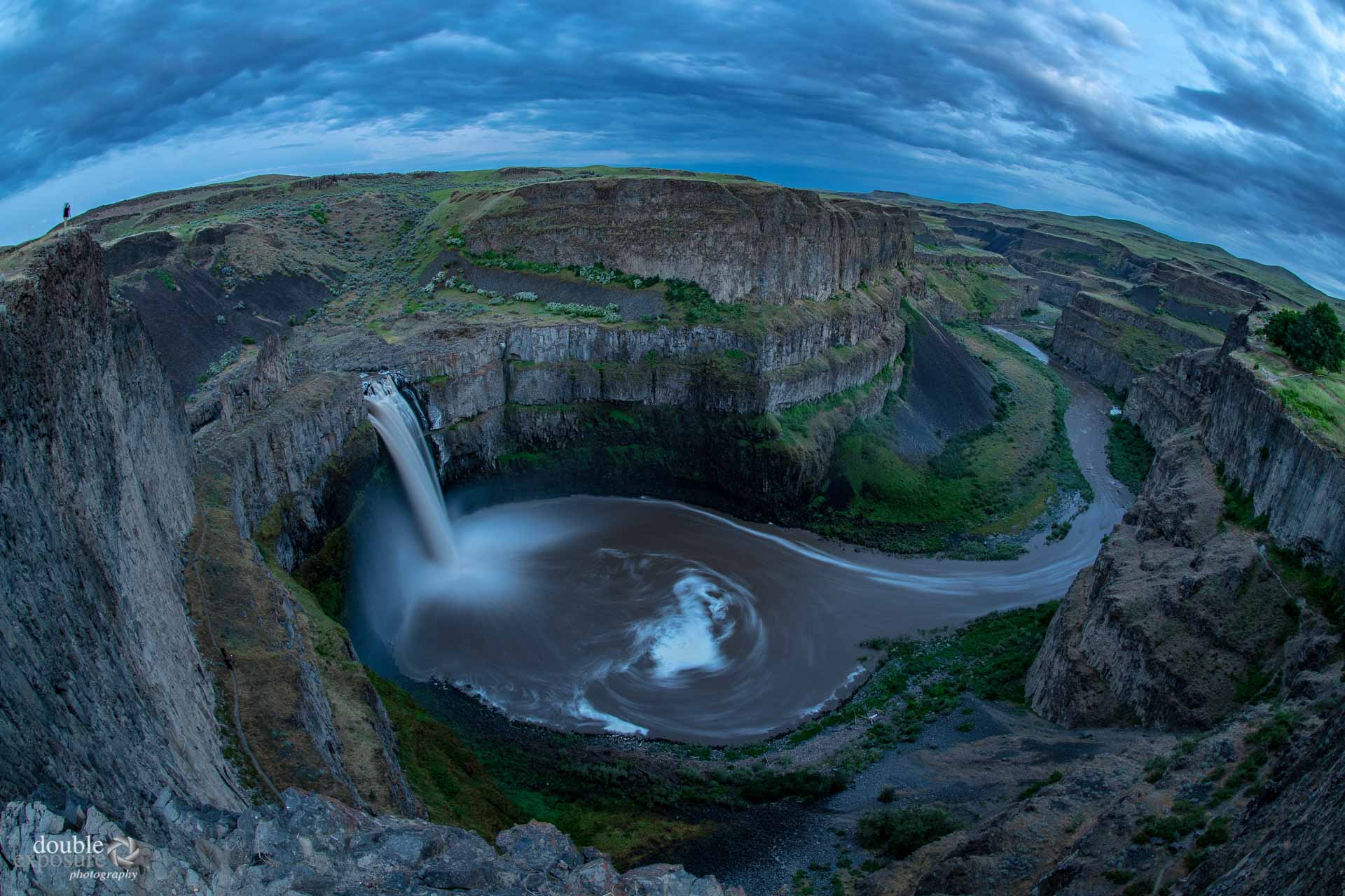 Palouse waterfalls with brown water